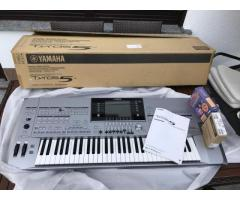 BRAND NEW Yamaha Tyros5 musical keyboard