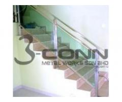 STAINLESS STEEL STAIRCASE RAILING WITH GLASS